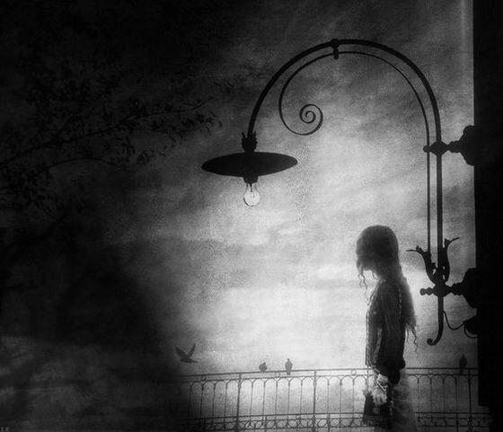 фото девушек грустные черно белые