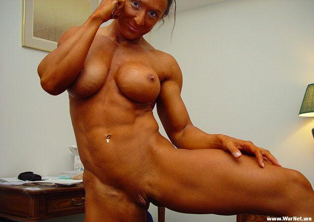 фото девушки бодибилдеры голые дима сосет туалете