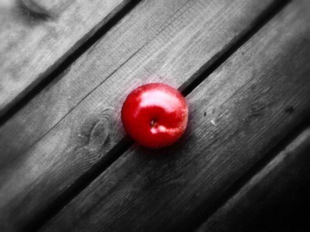 чёрно-белые картинки с красным