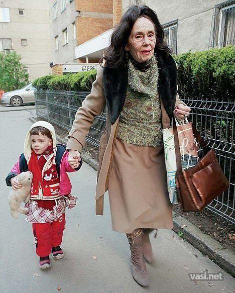 Женщина 70 лет картинки