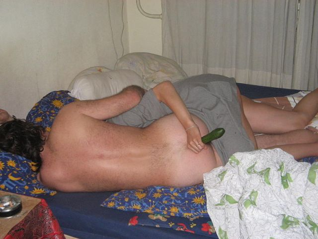 Фото засунули огурец в жопу п яной фото 738-534